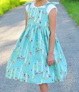 Simple Simon and Co. shares a vintage sundress tutorial for girls that's easy to sew and oh, so adorable. -Sewtorial