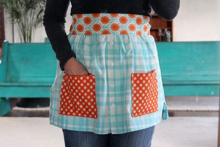 Do you have a shirt that you don't wear taking up space in your closet? Turn your shirt into an apron tutorial by eHow. -Sewtorial -Sewtorial