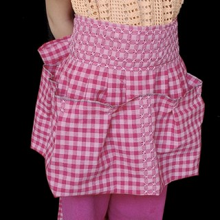 Sew Mama Sew shares a fun child apron that's super cute and easy to make. Stretch your creativity with this one. -Sewtorial