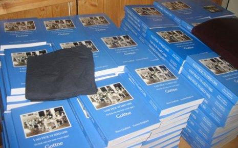 Boken kostar 250:-