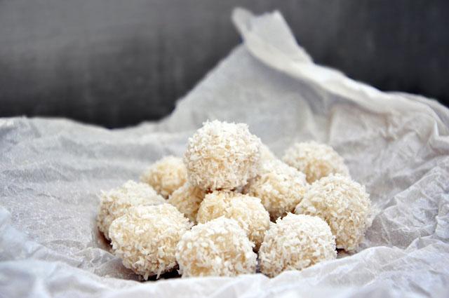 Paleo Coconut Bon Bons