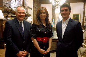 Then President of Argentina, Cristina Kirchner, poses with lead driver in waiting José María López (R), and Peter Windsor (L). A team so focused on its all-American image using a left-wing populist government's cash as a crutch may not have gone down well with home fans, had they ever made the grid!