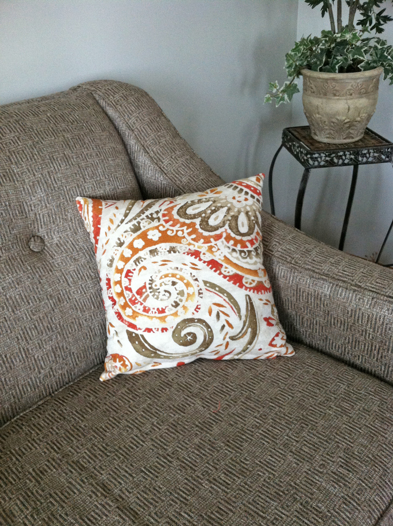 How to make a pillow cover - Grace Elizabeth's #sewing