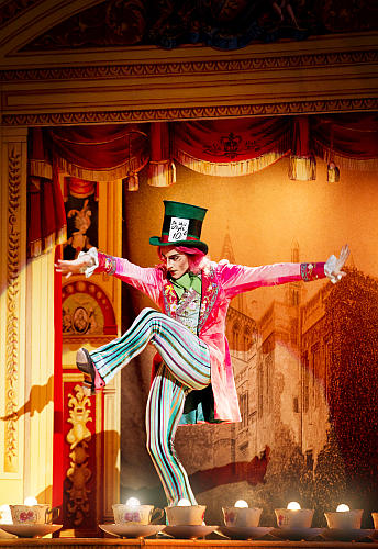 steven mcrae mad hatter alices adventures in wonderland photo roh johan persson Critics Round Up: An imaginatively crafted delight or a thin ballet? Royal Ballets Alice