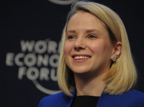 Marissa Mayer, the chief executive of Yahoo, announced the birth of her identical twin daughters on Thursday.