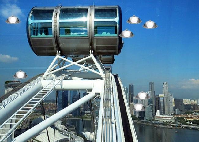 singapore-flyer-robots