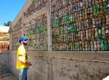 Hug_it-Forward_bottle_wall