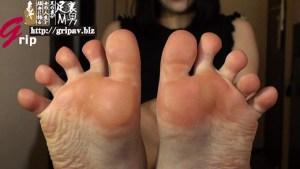 足指を舐められてイク女 足裏大変態黙示録/久我かのん