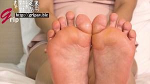 熟れた足裏の香りと踏み踏み生足コキ/汐河佳奈