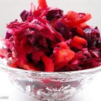 Bønneboller i karry med ris og rød antioxidant-salat