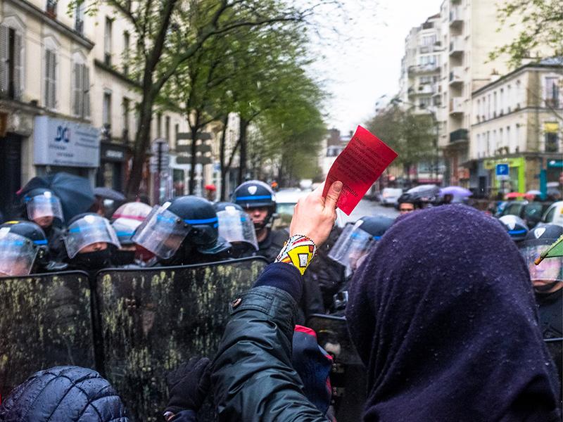 manifestations-loi-travail-cartons-rouges-citoyens-peuple-souverain3
