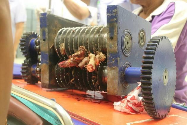 【超グロ画像】機械に巻き込まれた人がミンチすぎてワロエナイ・・・ ※閲覧注意