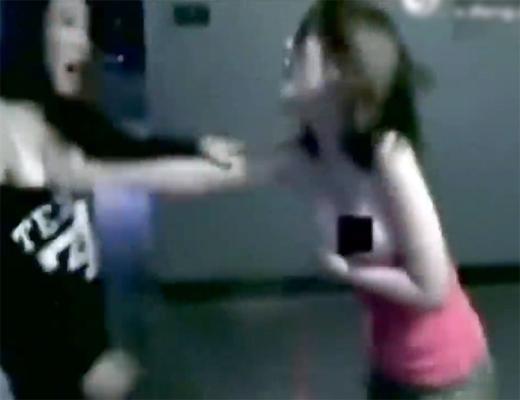 【ビッチ】女同士のケンカで可愛い子がおっぱいポロリしながら大乱闘www