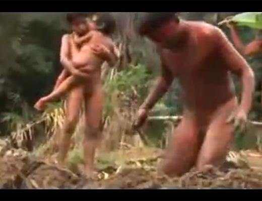 【閲覧注意】アマゾンの部族の恐ろしい儀式。子供たちを次々と生き埋めに・・・
