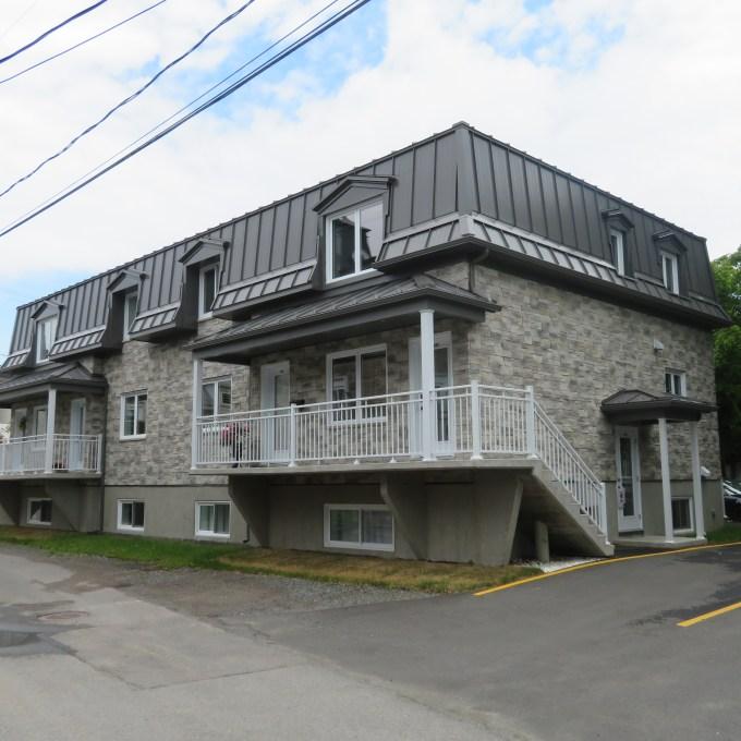 6 logements à Montmagny situé dans le Vieux-Montmagny conçu par Groupe d'Artech