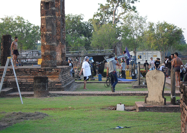 filming in thailand, muay thai boxers shoot a scene, filming production in thailand, behind the scenes of kingdom of war film fight scenes