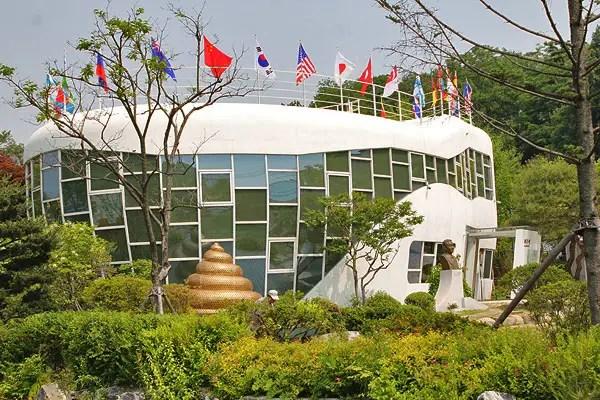 suwon toilet museum, mr toilet korea, toilet museum korea