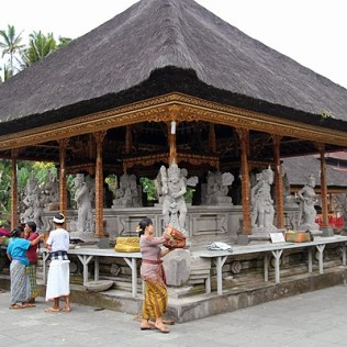 tapaksiring pool, tampaksiring temple bali, top 10 attractions bali, bali tourism