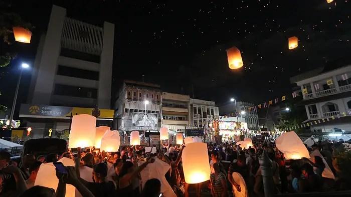Yee Ping Festival Chiang Mai, yi peng chiang mai, where to see yi peng, loy krathong chiang mai, where to see loy krathong, yee peng chiang mai, best festivals in thailand, where to see yi peng,, top festivals in thailand, chiang mai festivals