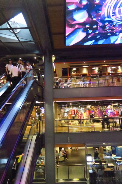 Video Ceiling Design in Bangkok, design in bangkok, architectural design in bangkok, thai design, video installation in thailand