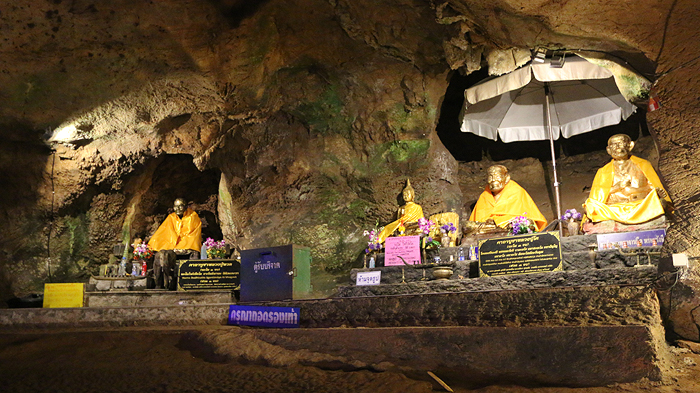 chiang dao cave altars