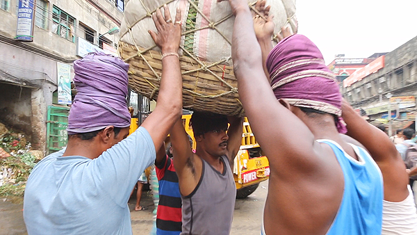 kolay market laborers, burrabazaar, Things to do in kolkata, kolay market