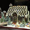 thumbs gingerbread houses 008