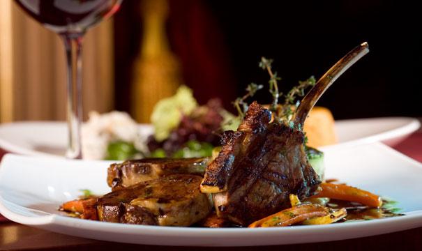 Die Kaminstube in St. Anton verfügt über eine ausgezeichnete Küche die Genießer Herzen höher schlagen lässt.