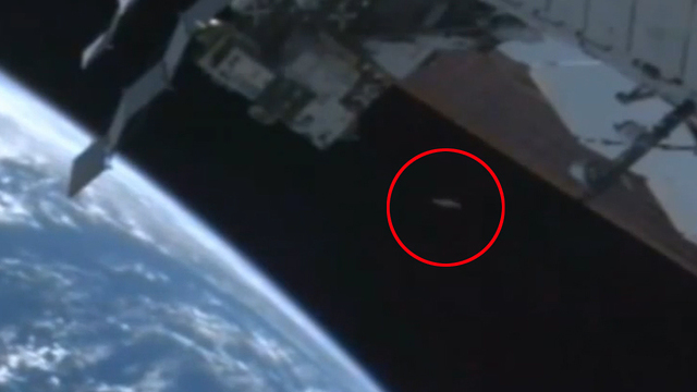 NASA's Bizarre Move of Cutting Live Feed to ISS After UFO Spotted Leaving Earth [Video]