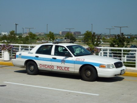 2009-09-11_Chicago_Police_car_2513_in_front_of_ORD-701x526