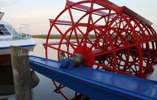Der Schaufelraddampfer. Ich finde die Yacht interessanter. Foto Foto © Franziska Gurk