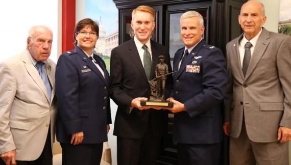 Senator Lankford receives Reserve Officers Association Minuteman of the Year award