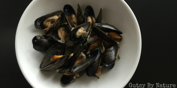 Mussels with prosciutto and garlic