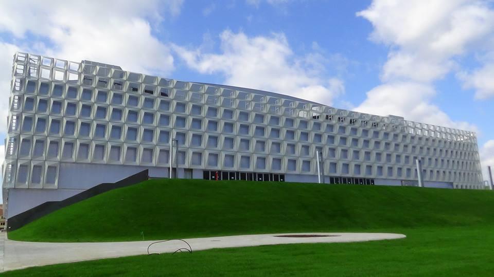 אולם הסאלה פוליבלנטה, בו תתקיים אליפות אירופה. יכול להכיל קהל של כ-10,000 איש. מקור: ויקיפדיה