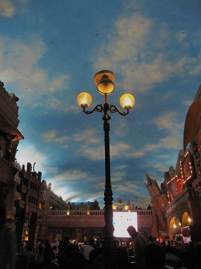 Sky and the LampPost | Kingdom of Dreams