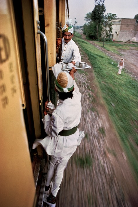 Steve McCurry Railway between Peshawar and Lahore, Pakistan