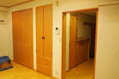 """宇和島のマンションリノベーション後のリビング入口の画像""""renova-uwajima1-entrance-after"""""""