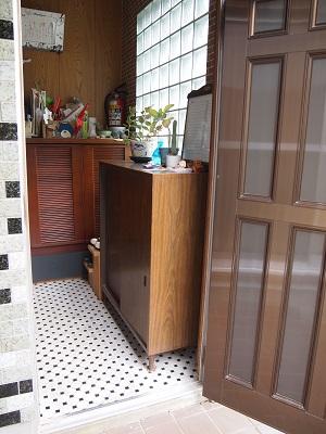 """八幡浜の家リフォーム前の玄関の画像""""renova-yawatahama1-entrance-before"""""""