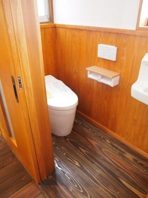 """八幡浜の家リノベーション後のお手洗いの画像""""renova-yawatahama1-toilet-after"""""""