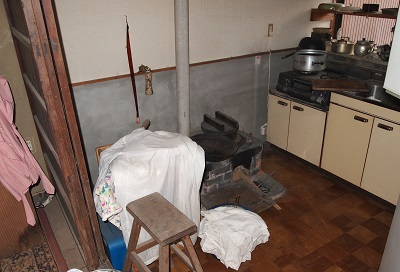 """松野の古民家再生前の竈の画像before""""old-matsuno1-furnace-before"""""""