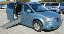 2008 Chrysler Town and Country LX – Side Entry