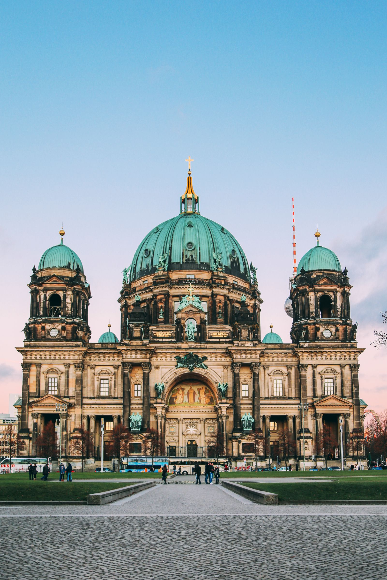 17 Things You Need To Do On A Visit To Berlin  Germany   Hand     12 Must See Sights To See On A First Time Visit To Berlin  14