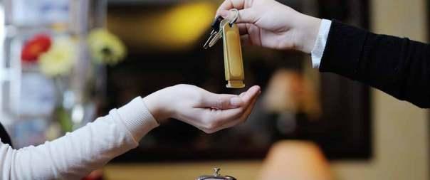 Τι να περιμένουμε από τουρίστες που πληρώνουν 300 ευρώ για 7 ημέρες ERGASIATOYRISMOS