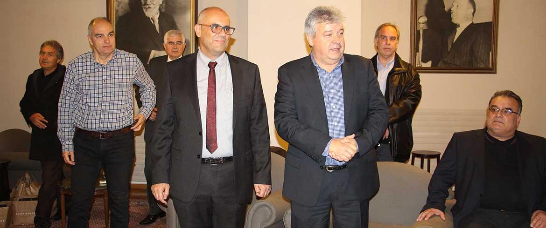 Ο Δήμος τίμησε τη Λέσχη Χανίων για τη δωρεά του κτηρίου (εικόνες)