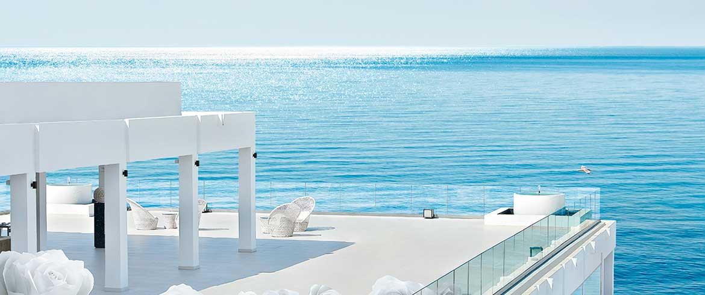 Κρήτη | Ενα ξενοδοχείο «λευκό παλάτι» με «πλούτο» το... προσωπικό του!