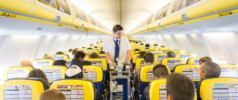 Η Ryanair προειδοποιεί πως θα αλλάξει ο κανονισμός για τις αποσκευές στην καμπίνα