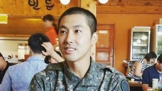 ユンホ(東方神起)が軍楽隊に配置。女優シン・ソジョンが兵役中の写真を公開