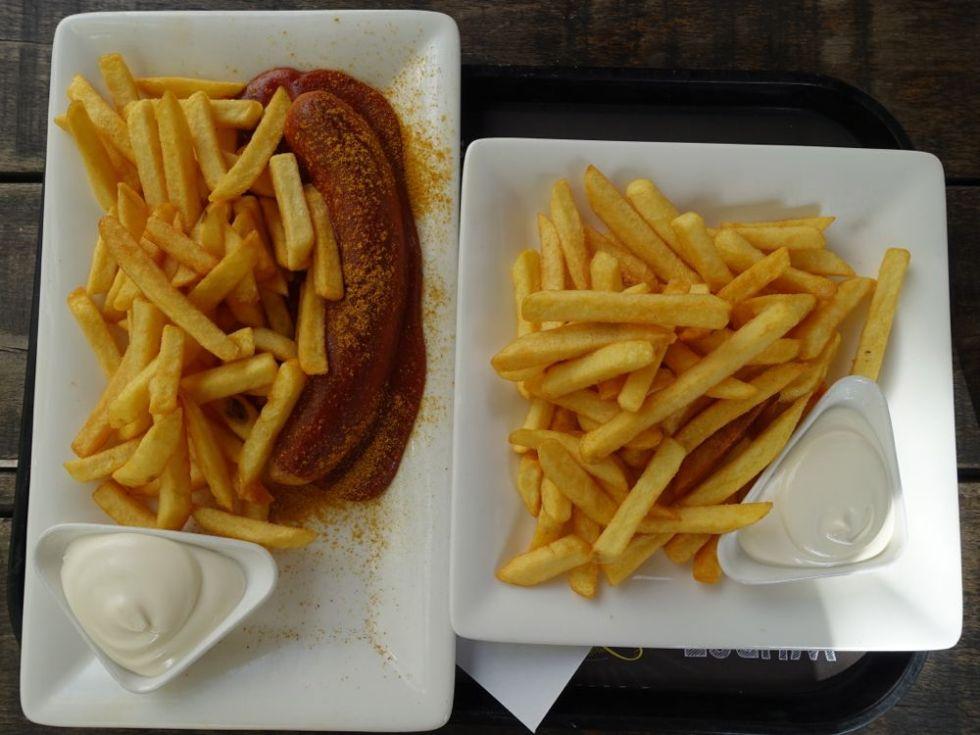 partners - currywurst, pommes und mayo