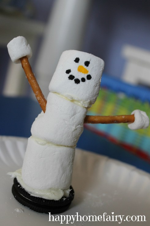 easy snowman snack at happyhomefairy.com - so cute!
