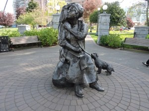 Bronze statue of author & artist Emily Carr (with her dog Billie & her monkey Woo)